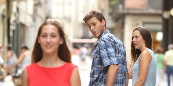 Mannen kijken naar vrouwen
